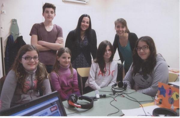 Pauline with Rozis Students [800x600]